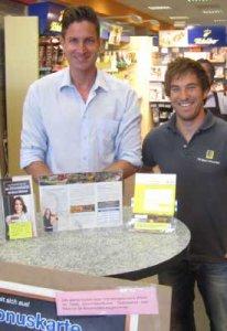 Stefan Winkler und Thomas Mayer mit der Kundenkarte