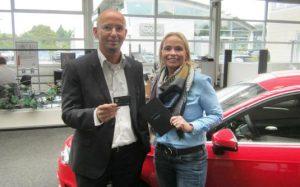 Marketing-Spezialistin Anja Grommes bei der Einführung der Bonuskarte